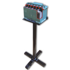 Аккумулятор в разрезе, на подставке